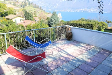 Casa Lucina........The terrace on the lake !!!