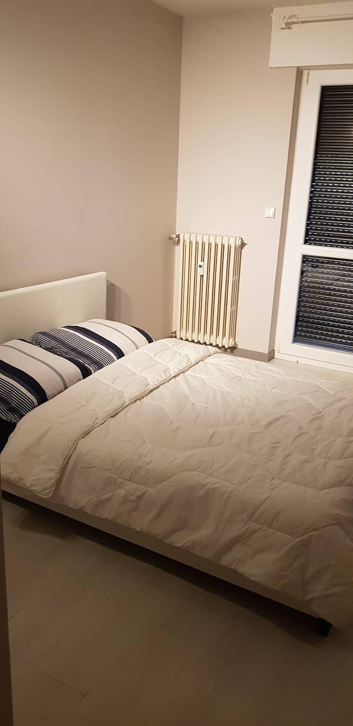 Chambre privative dans appartement cosy.