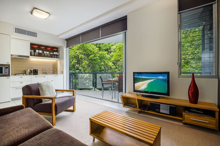 Modern Apartment, close walk to Hastings Street