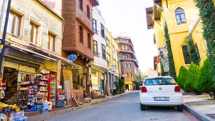 Cozy flat on an Old City neighbourhood street