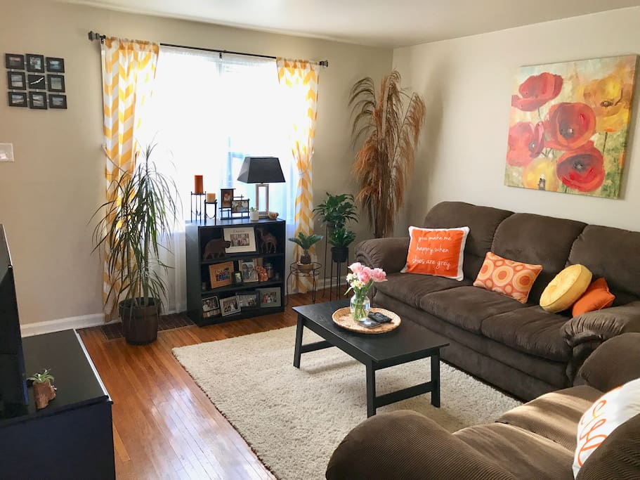 Living Room in Summer Decor