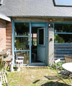 maison a la campagne sur 2 hectares - Routes - บ้าน