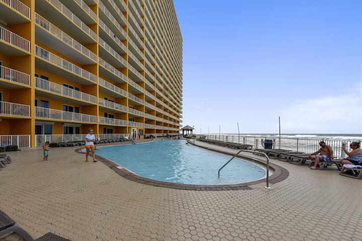 Amenity-Treasure Island Pool-KLH7089.JPG