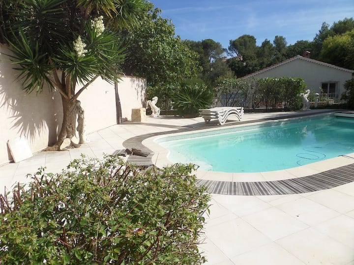 Charming property with swimming pool, internet and air conditioning.