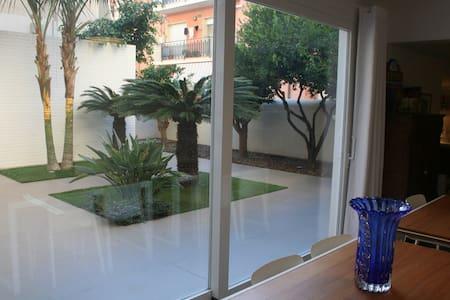 Accogliente monolocale con giardino - Vittoria - Appartamento