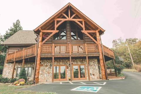 Log cabin convenient to Windrock & Norris Lake