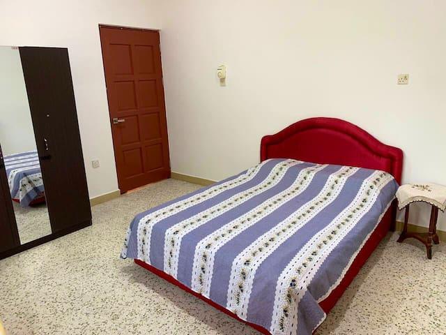 Room 2 - queen size bed