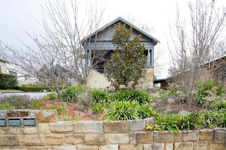 Modern Cottage in Historic Leura