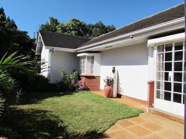 Small Private 1/BR House Near Botanical Gardens