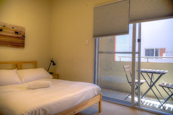 CITY: Bed & Balcony for One in Shared Townhouse