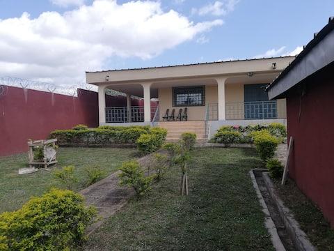 Chambre dans maison avec jardin à Bouaké (2)