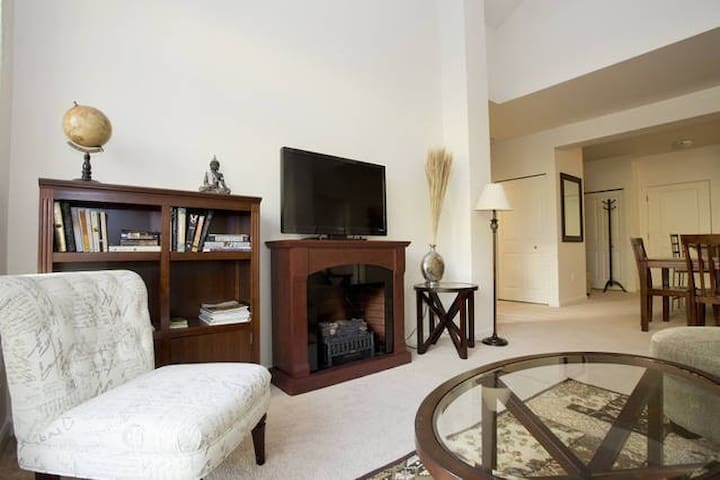 Top floor upscale, modern 2BD/2BA - Portland - Appartement