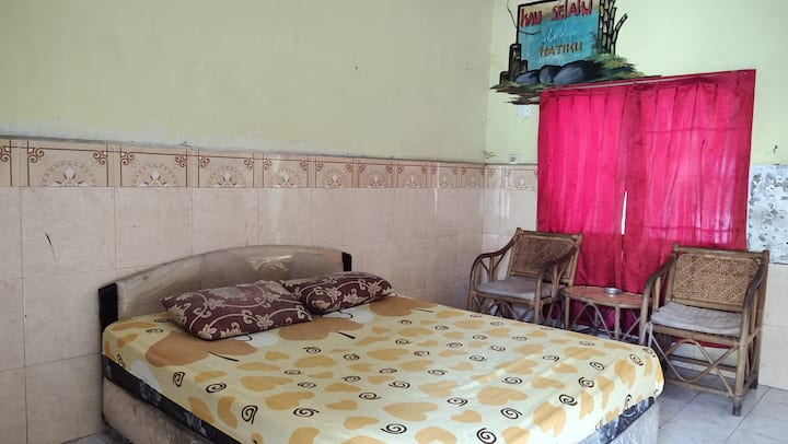 Affordable Cozy Standard Room at Hotel Sayna