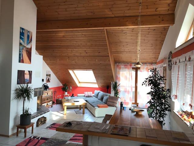 Traumhafte Dachgeschosswohnung mit Seeblick