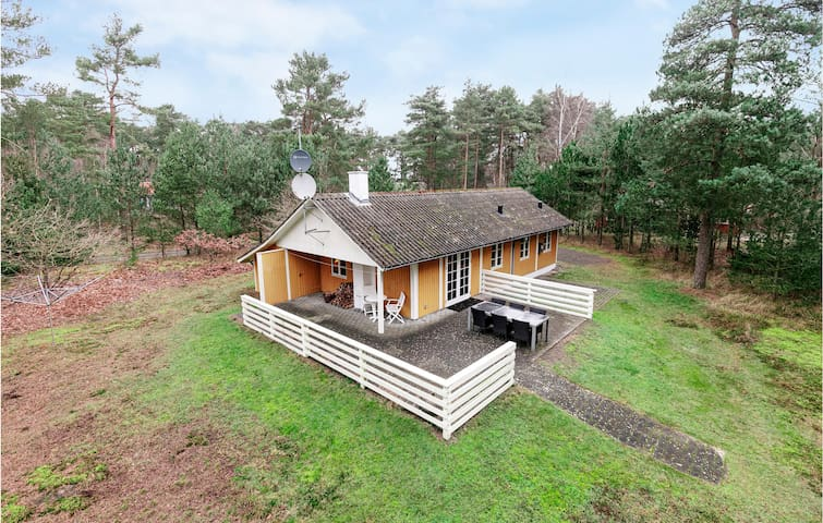 Holiday cottage with 3 bedrooms on 62m² in Aakirkeby