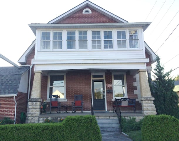Ash Creek Guesthouse- Downtown whole house rental - Hermann - House