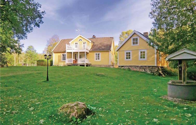 Former farm house with 2 bedrooms on 100m² in Gullabo