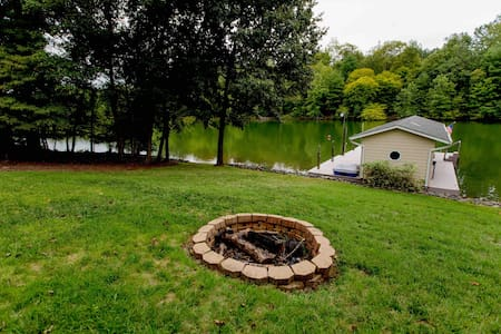 Deep/private Cove, Fire Pit, Kayaks, BEAUTIFUL!