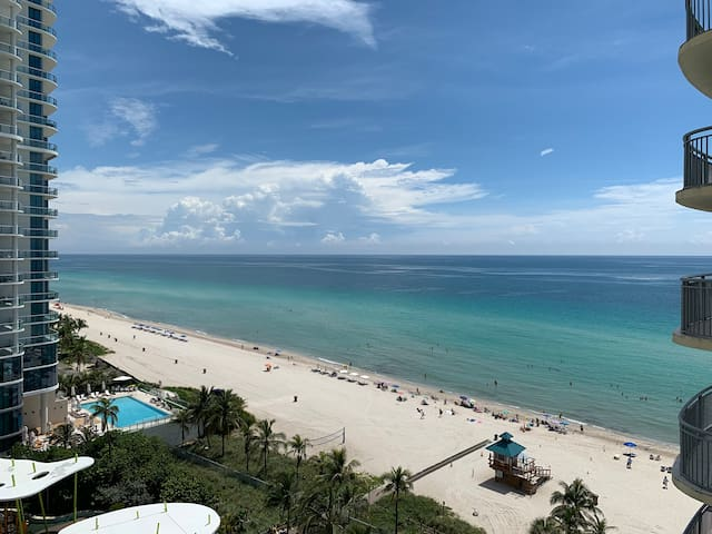 Direct OceanFront Beach 2 BR For 7 Special Promos!