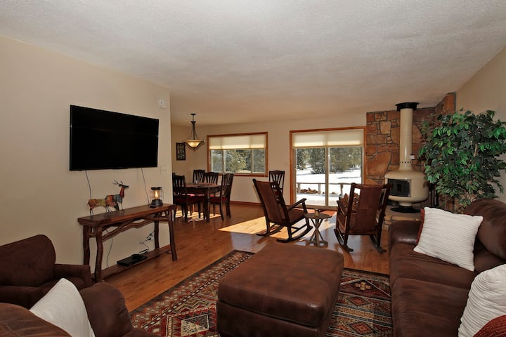 Lovely Ranch-Style Home - On Log Hill Mesa - Views