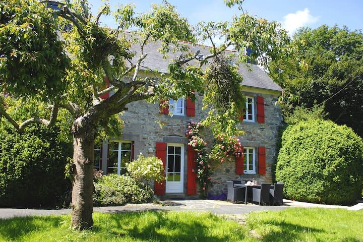 Maison de charme face à un jardin de 2500 m2 - Plougastel-Daoulas