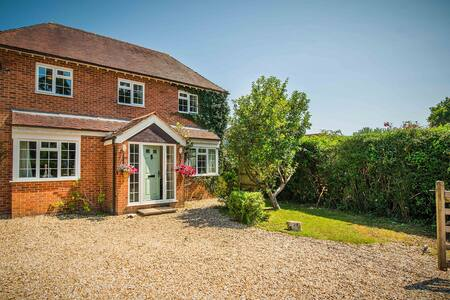 Corner Cottage - perfect holiday in the New Forest