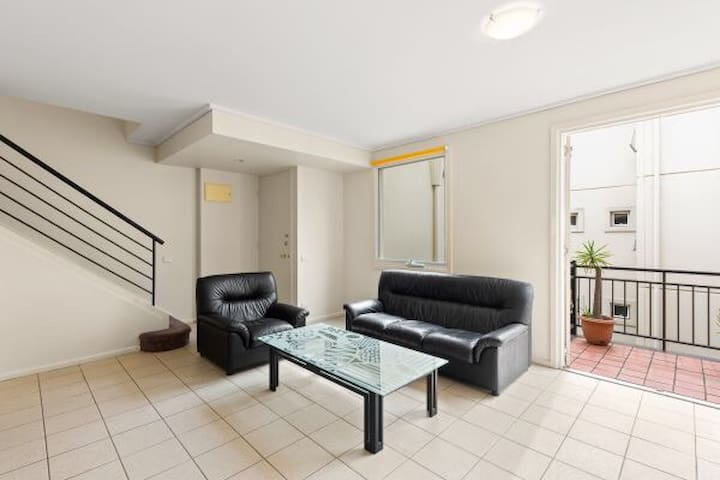 Double level town house for short lease 3