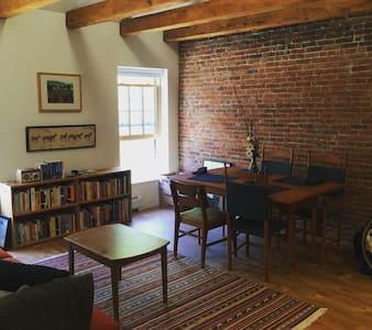 Historic Mill House convenient to UVM - Winooski - Apartment