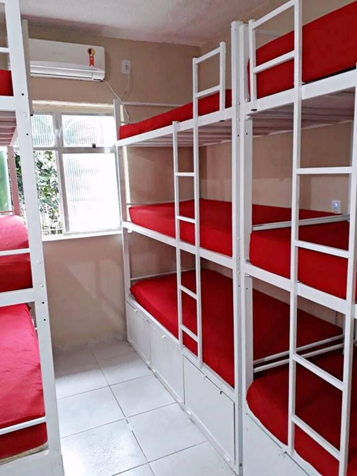 (5) Quarto compartilhado misto 9 camas