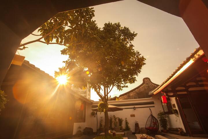 潮州牌坊街【慢居客栈】四合院复式阁楼套房,免费茶座,近美食小吃街、广济楼、湘子桥