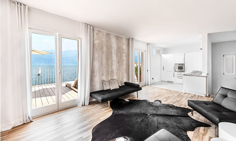 Penthouse  in einmaliger Lage direkt am Gardasee