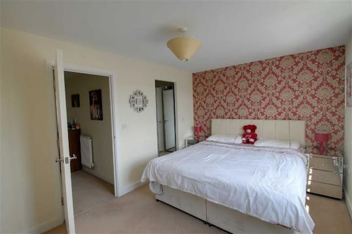 Single room with private bath room. - Broughton - Ev