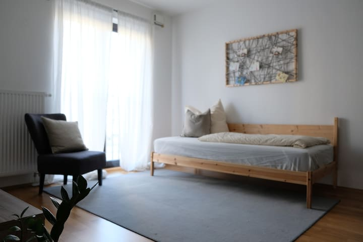 Modern flat near Fair (Messe)