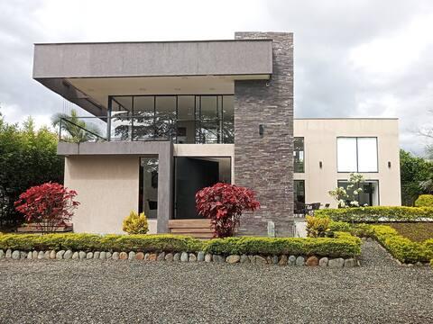 Brand New Luxury Villa w Pool / Jacuzzi in EL EDEN