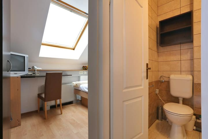 Cosy 14m2 room with bathroom /  2