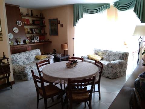 Stanza privata in apartment - At Teresa's house