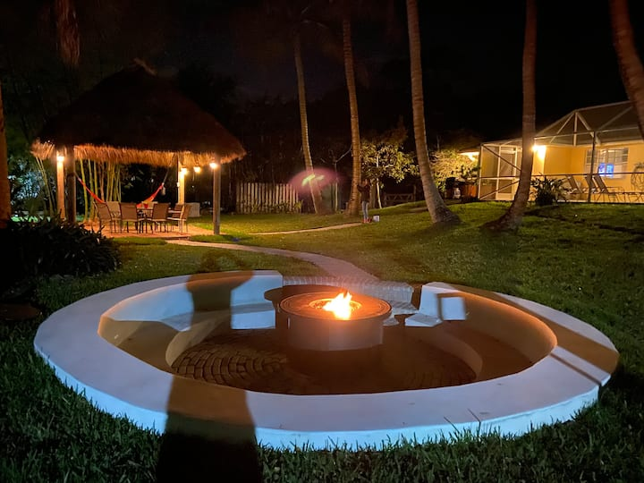 SECLUDED HOME: NEW FIRE PIT,  KITCHEN and TIKI HUT