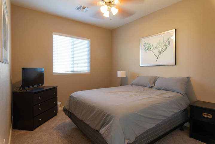 Brand New6 mins from phx airport (NO CLEANING FEE)