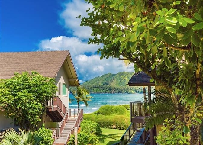 Hanalei Colony Resort E3-Gorgeous upgraded apartment with oceanfront views