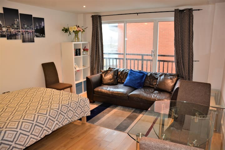 1 Bedroom Apartment by Thames River London Zone 2