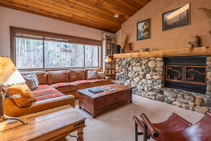 Condo Overlooking Trail Creek - Walk to Downtown and Ski Lifts  | 2 Bedroom, 2 Bathroom