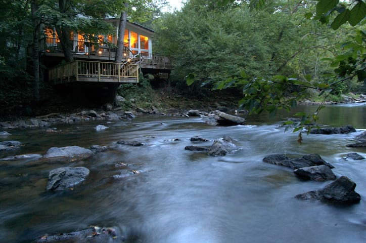 Riverfront Retreat Provides Solace near Asheville - Mars Hill - Huis