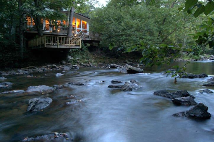 Riverfront Retreat Provides Solace near Asheville - Mars Hill - Casa