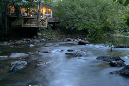 Riverfront Retreat Provides Solace near Asheville - Mars Hill - Haus