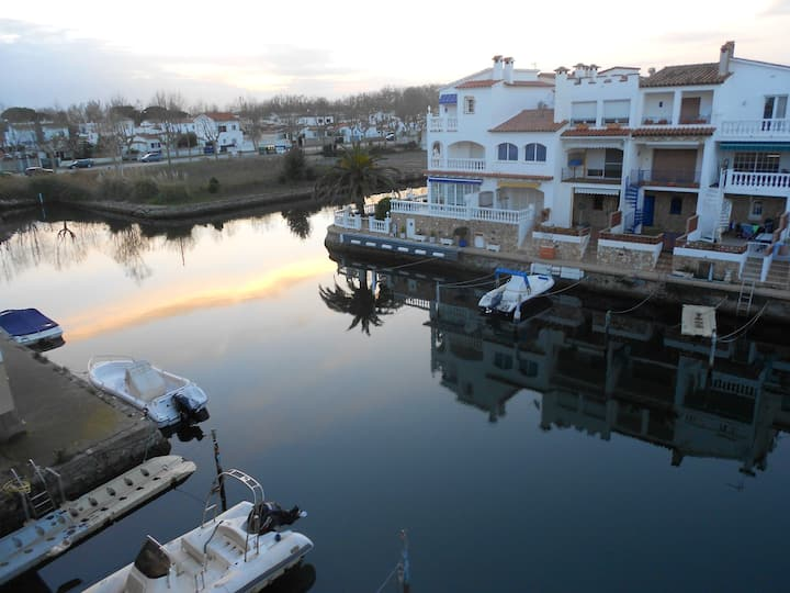 Apartment with one bedroom in Empuriabrava, with wonderful sea view and furnished balcony