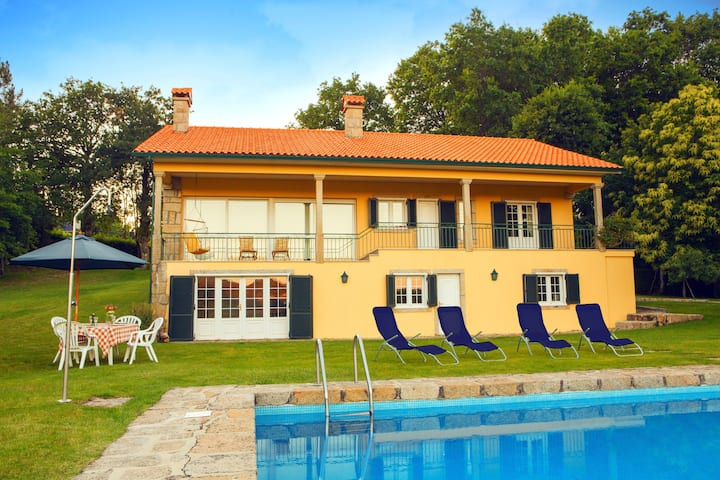 House with 5 bedrooms in Paredes de Coura, with wonderful mountain view, private pool, enclosed garden - 30 km from the beach