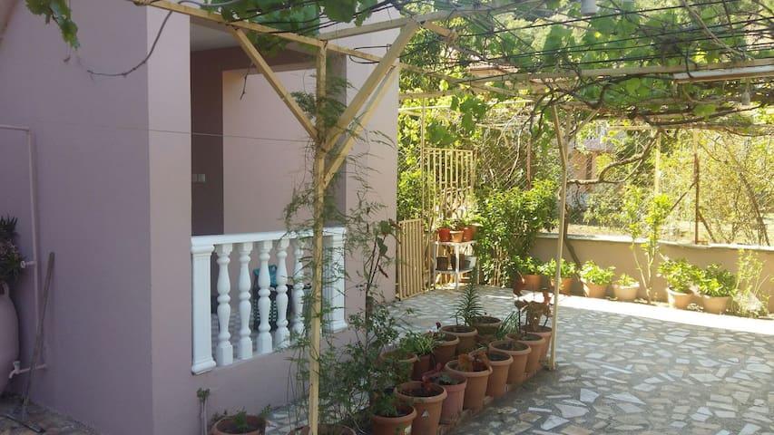 Narenciye bahçesi içinde villa - Hisarönü Köyü - House