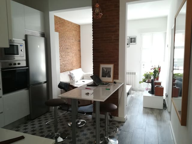 Room in Madrid Rio ten minutes to the center.