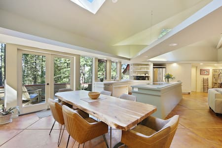 Architectural wonder with Redwood views plus access to shared pools & hot tub!
