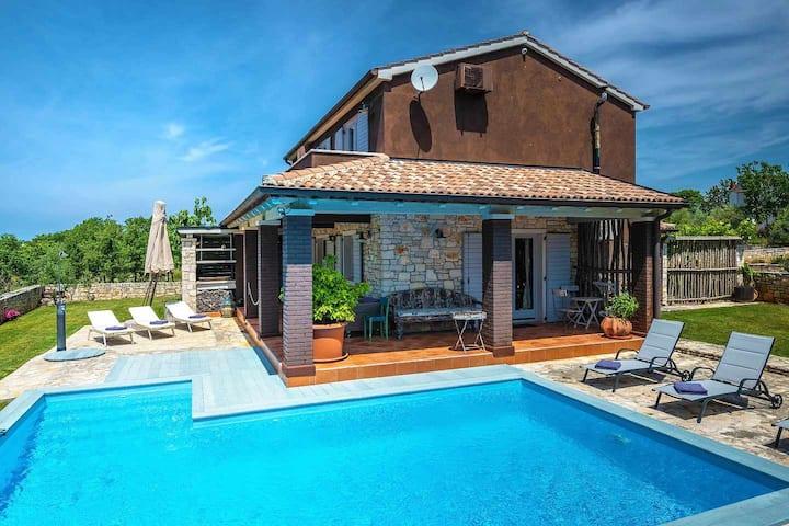 Villa Simone for 6 people, with nice swimming pool